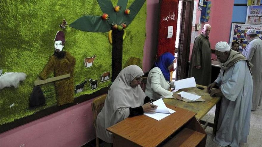 Denuncian infracciones del silencio electoral en las parlamentarias en Egipto