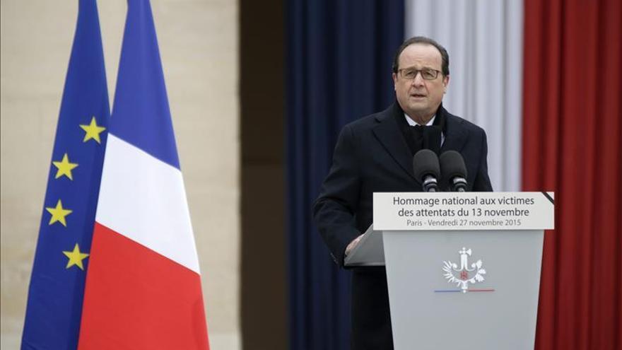 La popularidad de Hollande cae al 27 %, tras subir después de los atentados