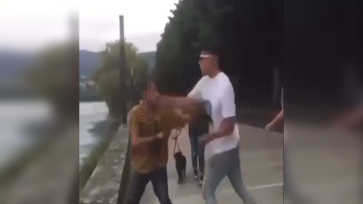 Fotograma de la agresión en el paseo marítimo de Pontedeume