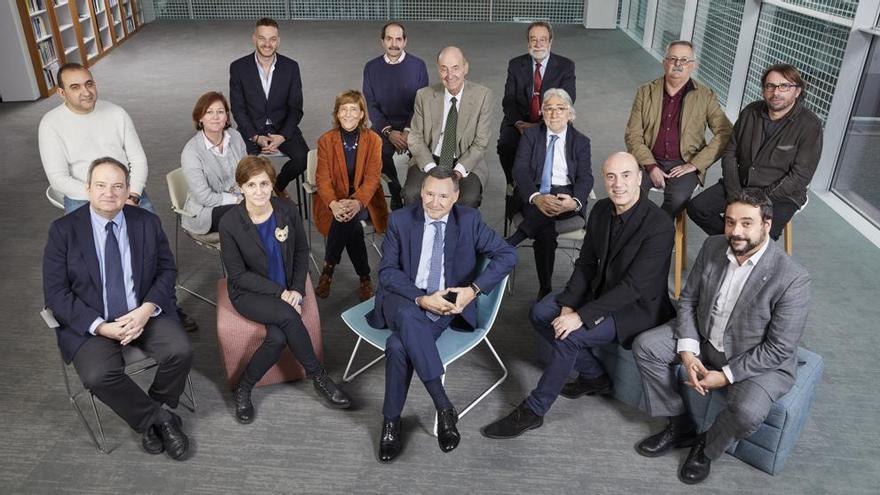 Integrantes del Consejo Asesor de Aigües de Barcelona, entre los cuales está el secretario del Govern