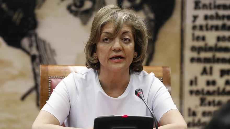 La senadora del PP Rosa Vindel presidirá la comisión de partidos del Senado