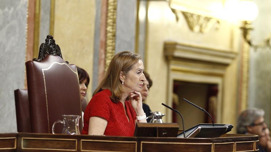 PSOE y Unidos Podemos amenazan con reprobar a Pastor si no convoca el  Pleno para que Guindos hable del 'caso Soria'