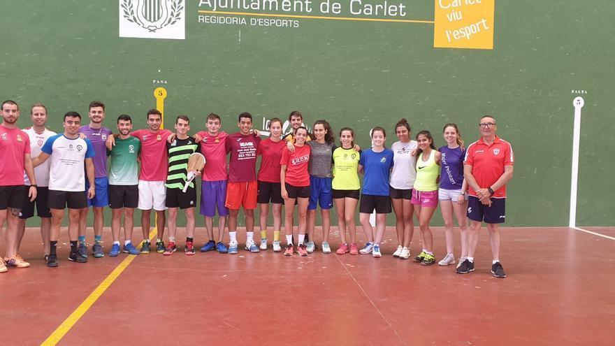 Técnicos y jugadores de la preselección española de pelota