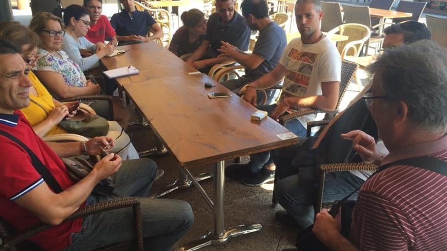 Representantes de Podemos se han reunido con los trabajadores de la Orquesta Filarmónica de Gran Canaria.
