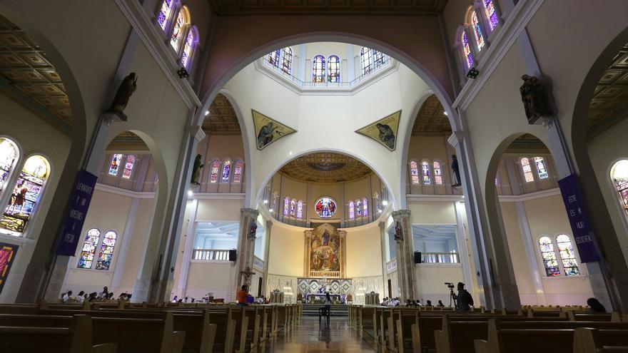 La Iglesia católica de El Salvador anuncia la reapertura paulatina de los templos