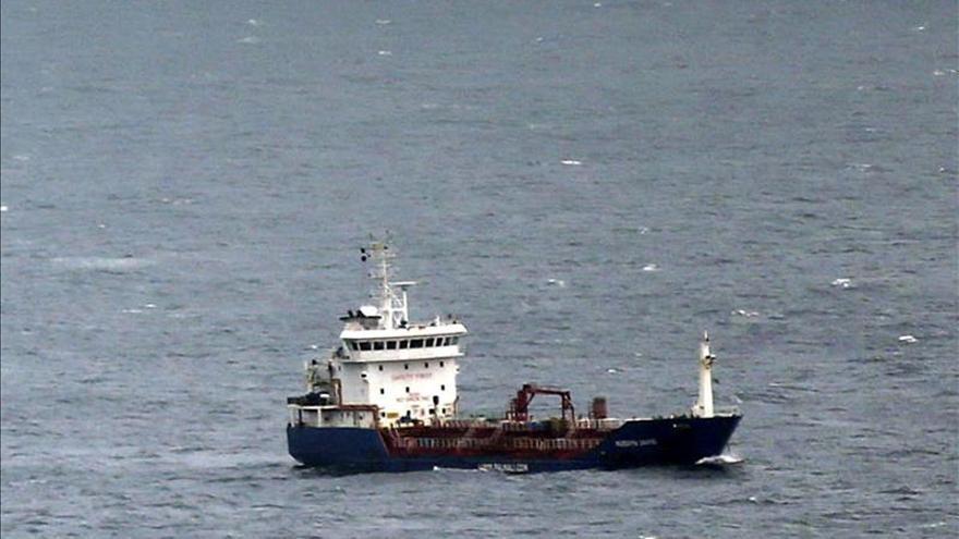 El buque fondeado en Fisterra reparó su avería y navega rumbo a Amsterdam