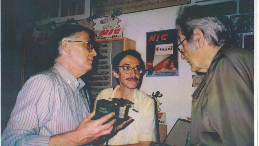 Jordi Artigas (centro) en casa de Tomàs Mallol (1992)
