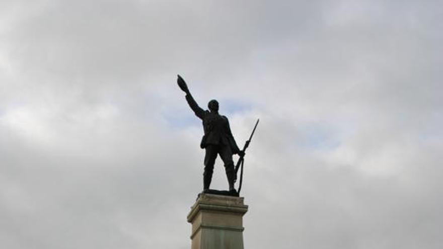 Monumento del soldado en la ciudad de Banbridge, Irlanda del Norte.