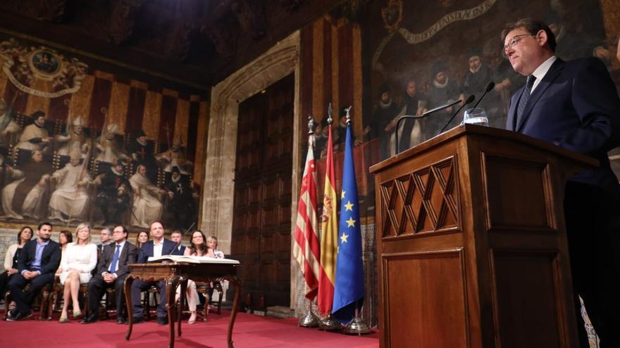 El president y los consellers en el Palau de la Generalitat