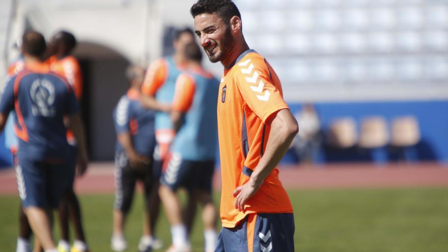 El canterano Héctor Figueroa entrena con la primera plantilla de la UD Las Palmas después de subir desde el filial. udlaspalmas.es