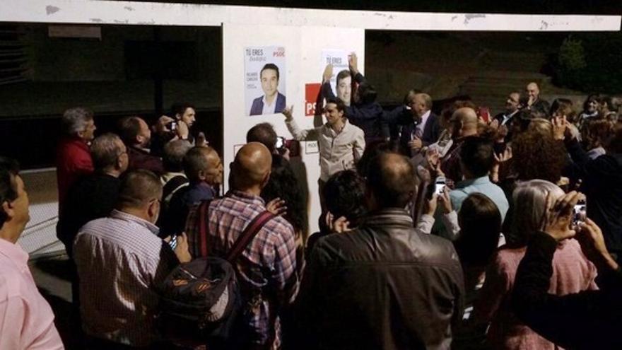 Comienza la campaña electoral en Badajoz con la tradicional pegada de carteles / PSOE Badajoz