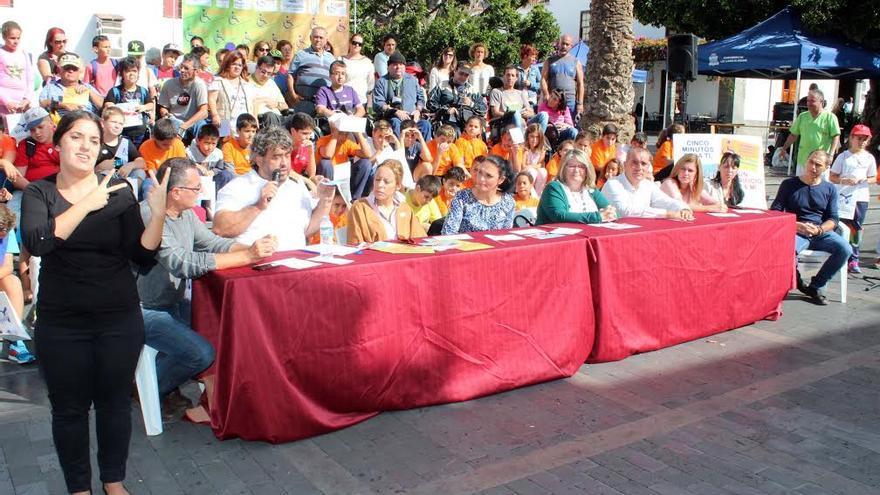 La campaña de Adfilpa se ha presentado en la Plaza de España de Los Llanos de Aridane.