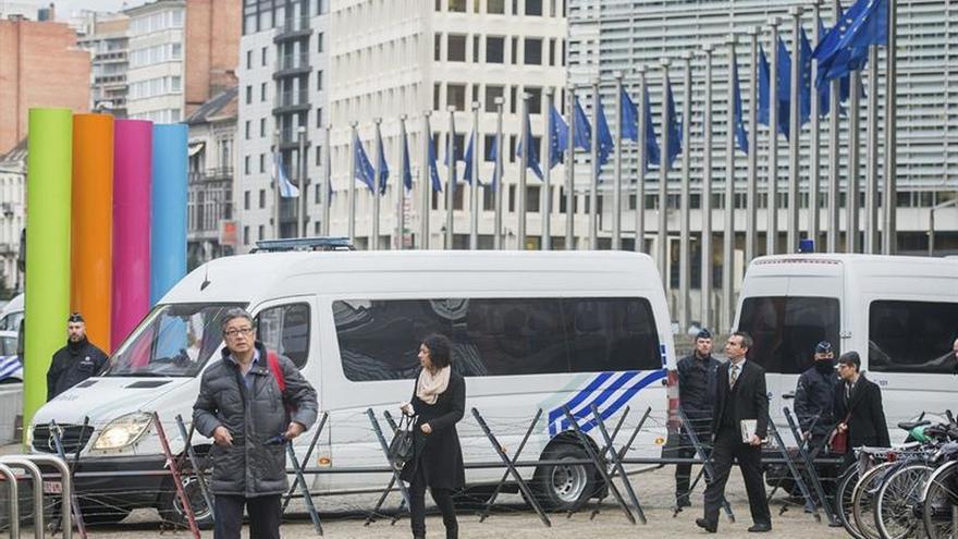 Varios cientos de personas evacuadas de Mercedes Europa en Bruselas por una amenaza de bomba
