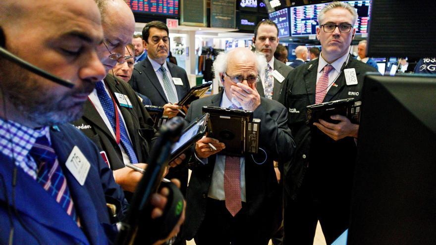 Wall Street abre en rojo y el Dow Jones baja un 0,28 %, pendiente de la Fed