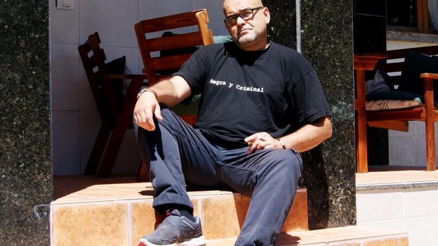 El escritor canario Alexis Ravelo