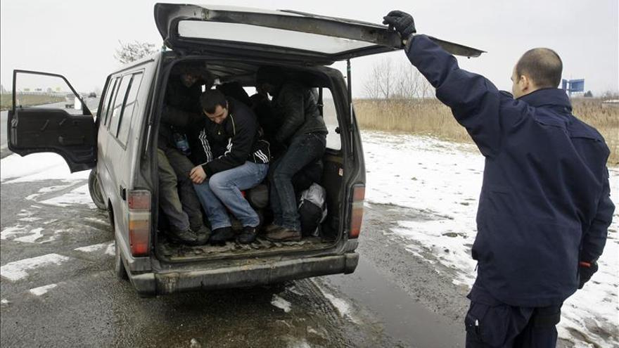 El éxodo masivo de jóvenes alarma a las autoridades bosnias y kosovares