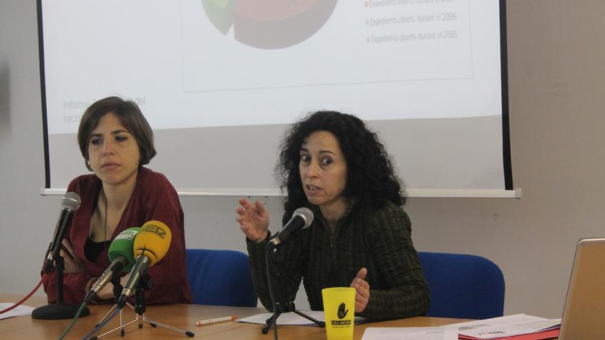 Alba Cuevas, directora de SOS Racismo Catalunya, y Alicia Rodríguez, coordinadora de SAID.
