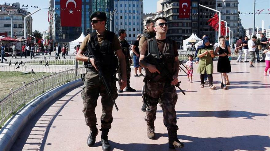 Encuentran ahorcado en una cárcel a un fiscal turco detenido tras el golpe