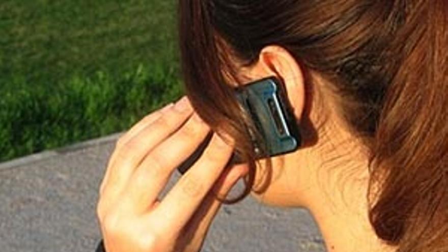El Teléfono de la Esperanza atiende las llamadas las 24 horas los 365 días del año. El número es el 928 33 10 50.