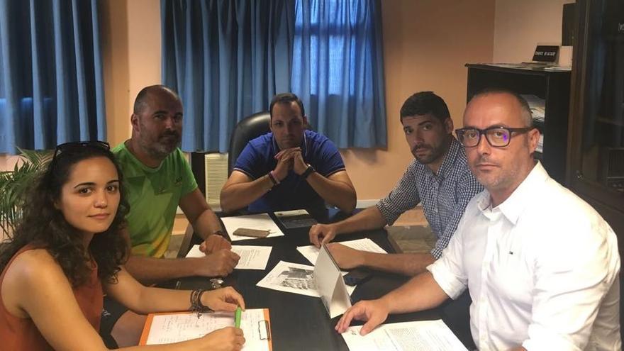 Reunión del equipo de seguridad de la prueba con responsables del Ayuntamiento de la Villa de Breña Alta.