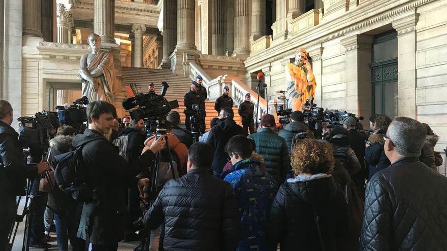 Policías y periodistas en el Palacio belga de Justicia