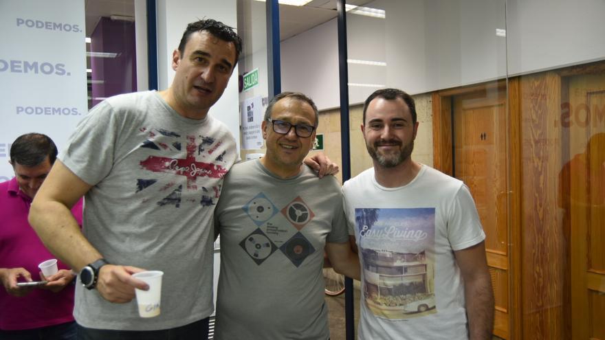 (De izq. a dch.) Gino Ruiz Macíá, candidato de Cuidando Podemos, Toni Carrasco, secretario de organización de Podemos Región de Murcia, y Rubén Garre, candidato de Activa Murcia