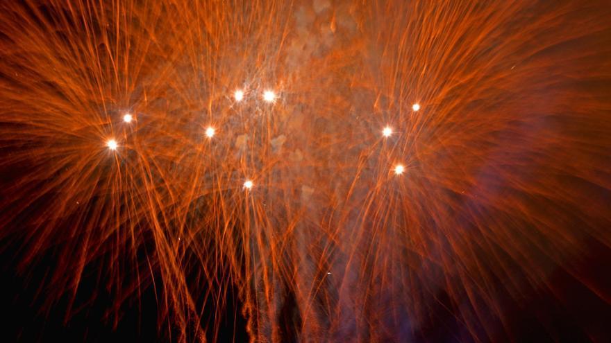 Fuegos artificiales en la Noche de San Juan de Las Canteras (ALEJANDRO RAMOS)