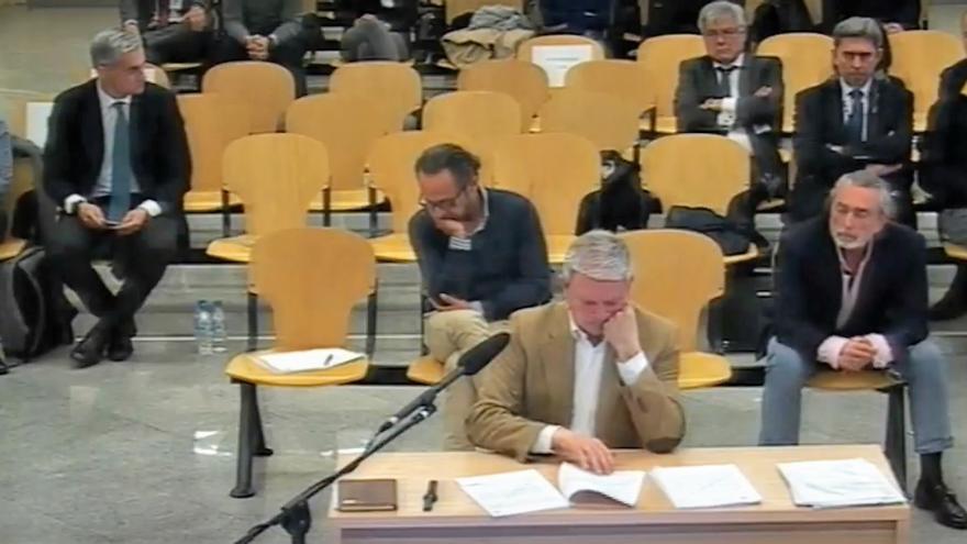 Pablo Crespo declara en la Audiencia Nacional, detrás Álvaro Pérez 'El Bigotes' y Francisco Correa y en la siguiente fila Ricardo Costa y Vicente Rambla separados por cuatro asientos vacíos