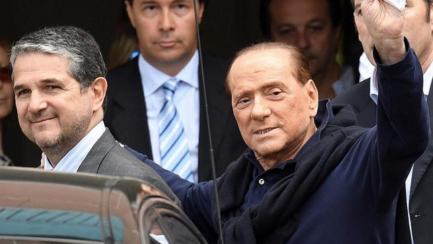 """Berlusconi, dispuesto a ser candidato, pide el """"no"""" a Renzi y nuevos comicios"""