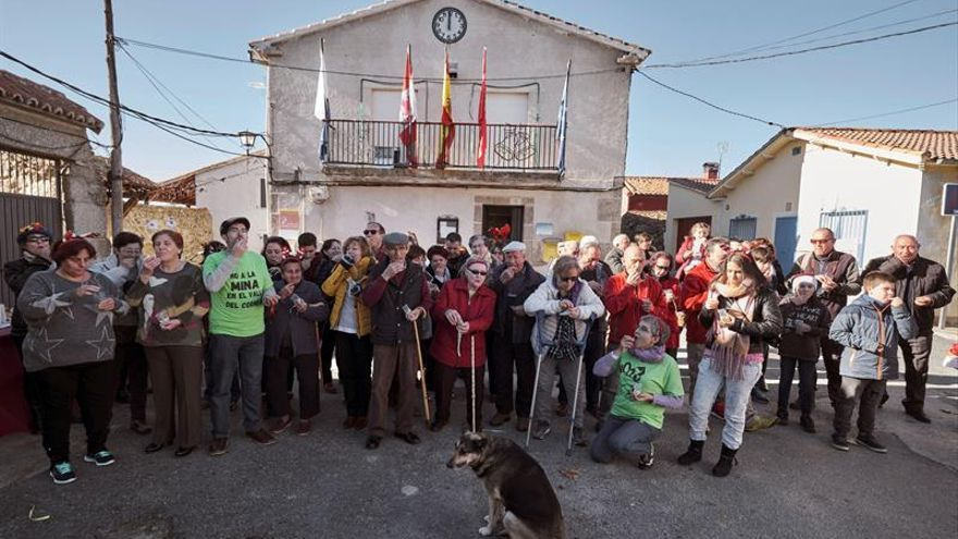 Villar de Corneja (Ávila) adelanta 2019 para que sus mayores no trasnochen