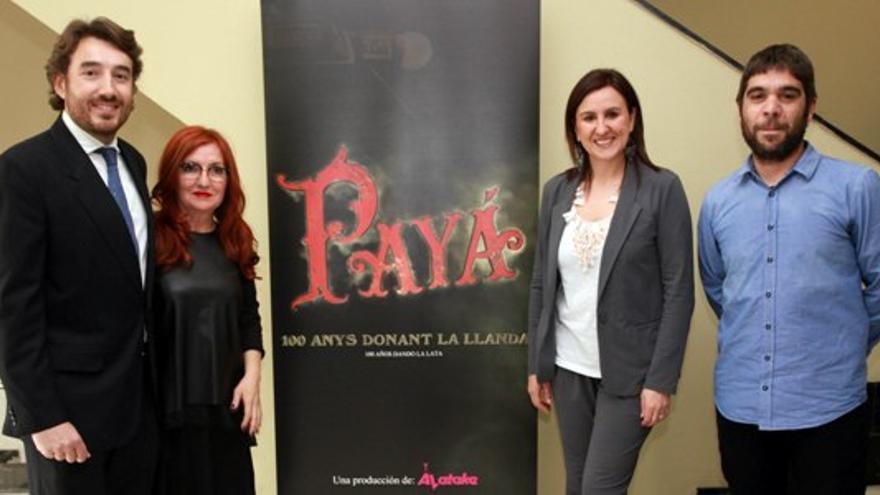 Ángel Raga (Mecomlys), la productora Eva Vizcarra y la consellera de Educación, María José Catalá, en la presentación de un documental.