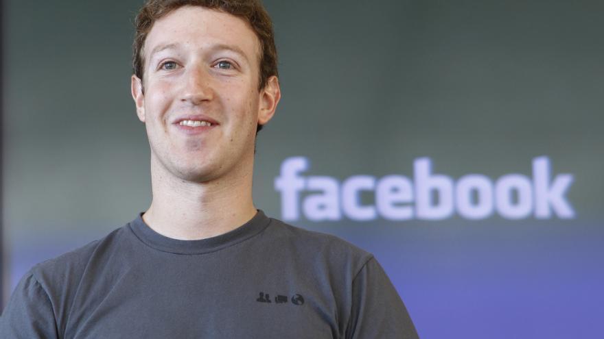 Mark Zuckerberg imparte una conferencia sobre Facebook en 2010, cuando fue nombrado Persona del Año por la revista Time. Tenía 26 años.