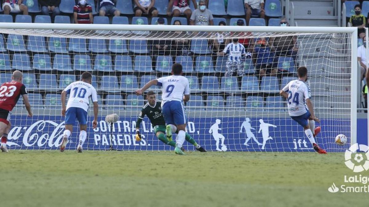 Míchel Herrero bate a Lizoain de penalti