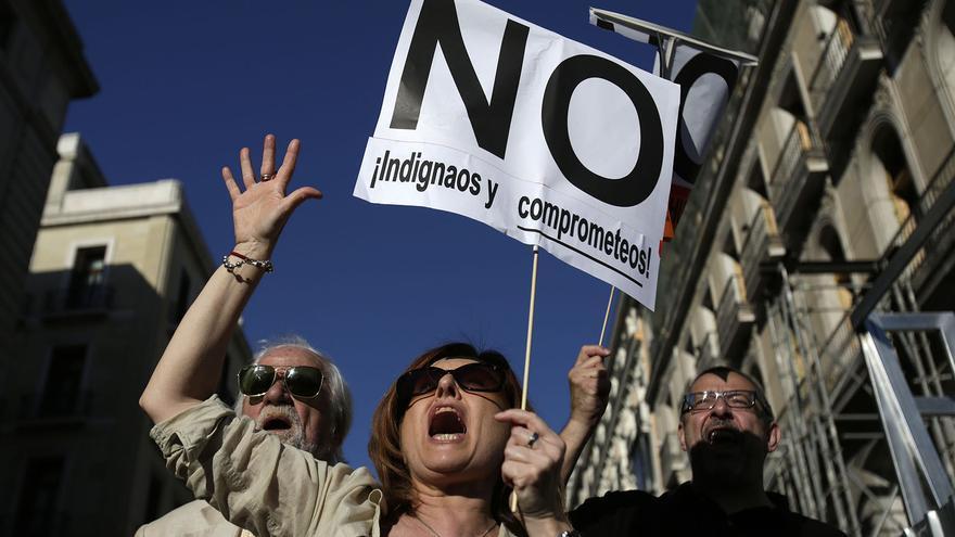 Una mujer grita contra los recortes durante la manifestación del segundo aniversario del 15M. / Olmo Calvo.