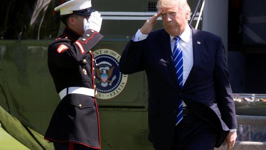 Trump encara su primera gira con hambre de resultados ante la crisis interna