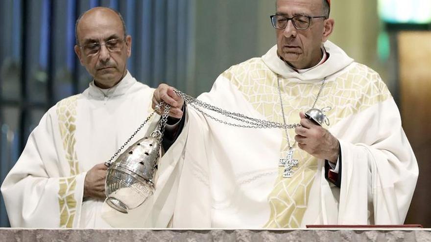 Omella defiende que los cardenales vivan con sencillez, a pesar de la pompa externa