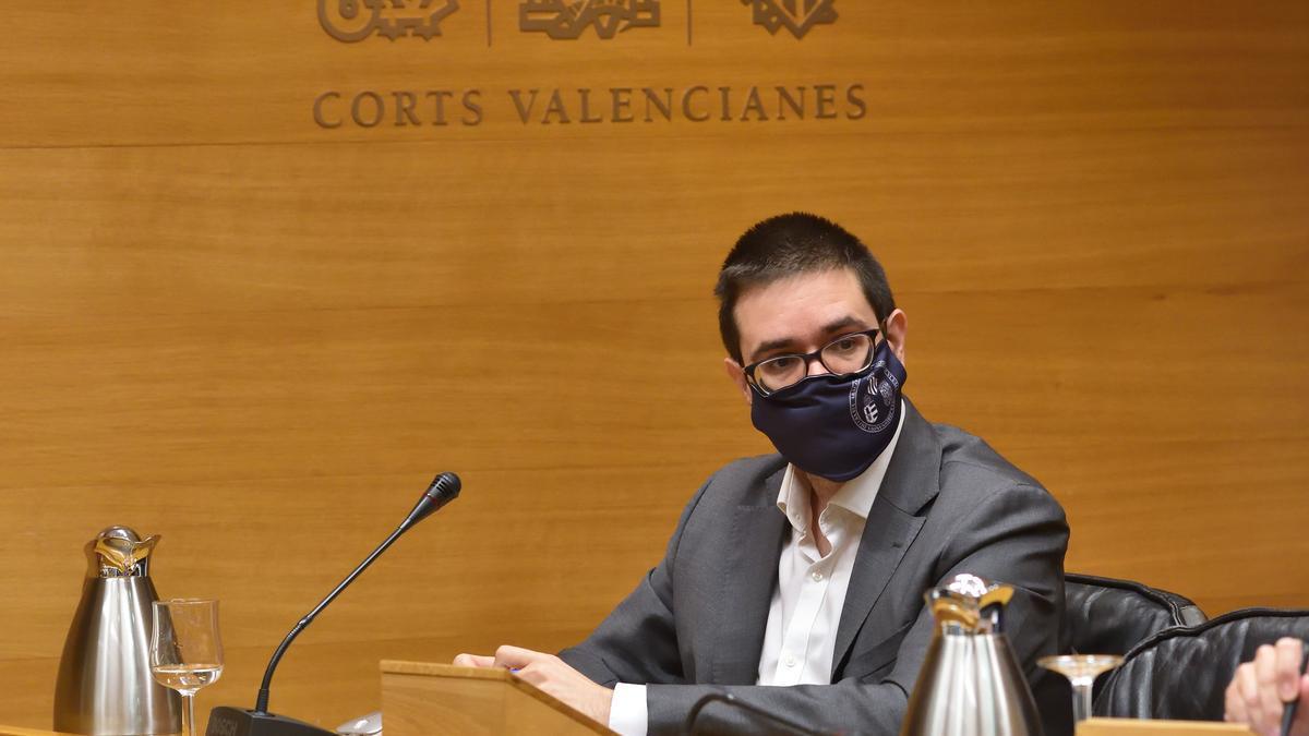 El profesor Adrián Todolí en su intervención en las Corts Valencianes.