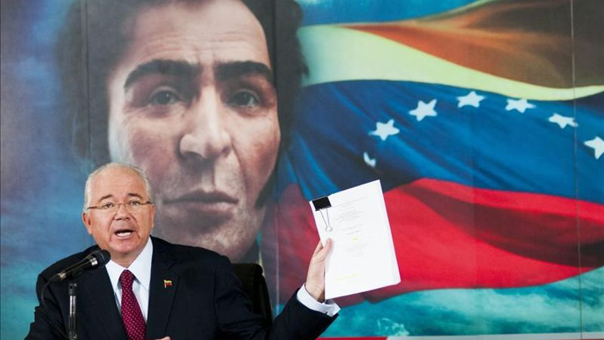 El canciller venezolano visita Irán para tratar la caída del precio del petróleo
