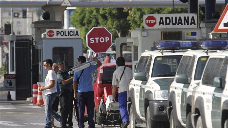 Los controles en la verja de Gibraltar duplican las incautaciones de tabaco