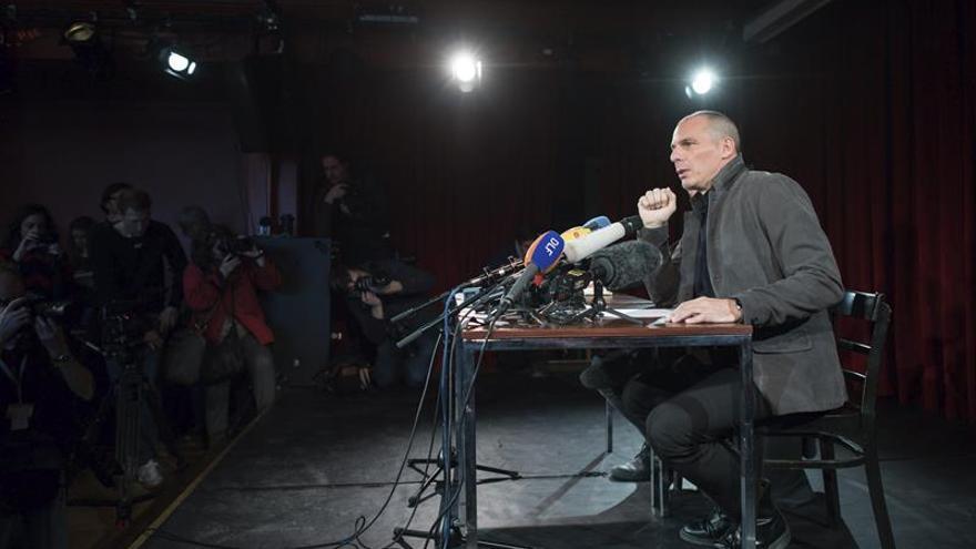 El exministro griego Yanis Varufakis ofrece una rueda de prensa sobre la presentación de su Movimiento Democracia en Europa 2025 (DiEM25).
