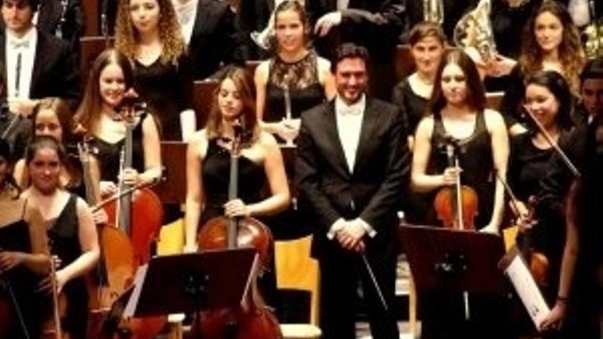 Casyc acoge un nuevo Concierto de Año Nuevo por Cáritas, con Hugo Carrio al frente de la Orquesta UIMP-Ataulfo Argenta