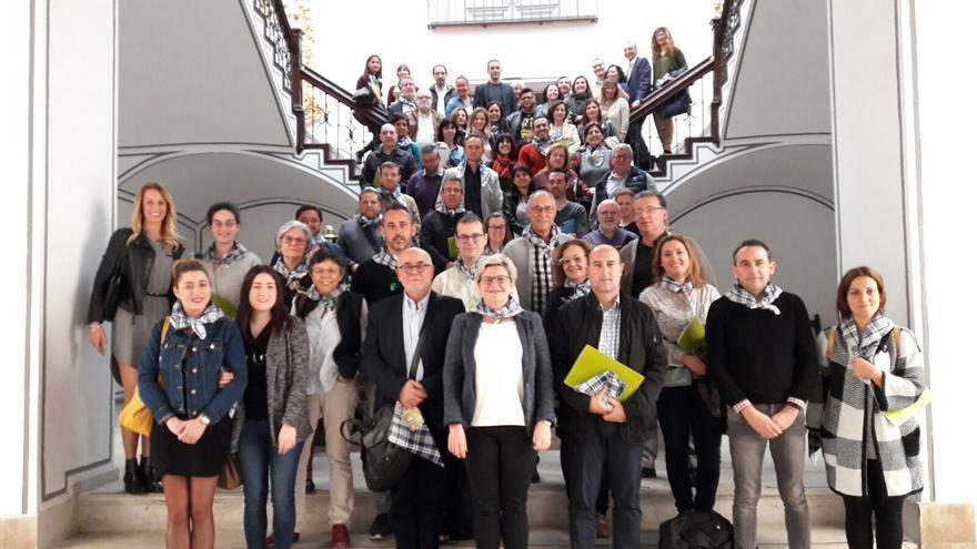 Pilar Moncho amb els alcaldes a la presentació de les ajudes en març