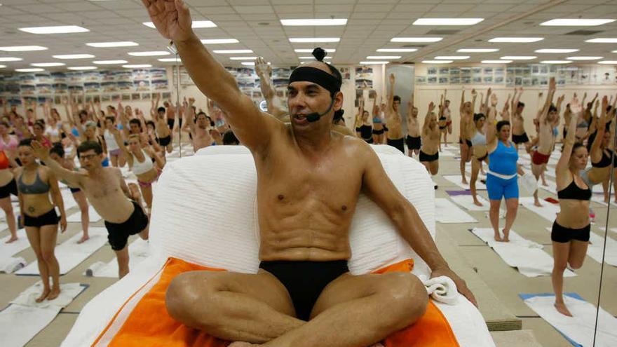 Bikram, yogi, gurú, predator/ Netflix