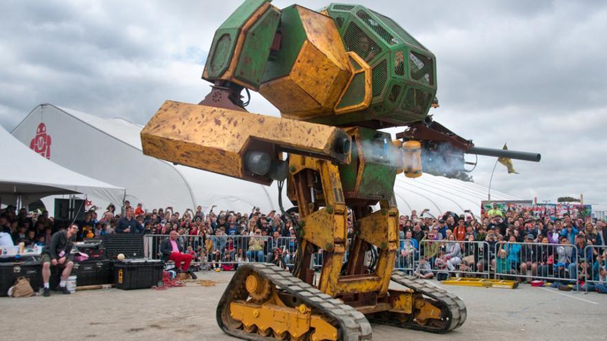 El robot gigante Mark II en la feria Maker Faire de San Mateo hace unos meses