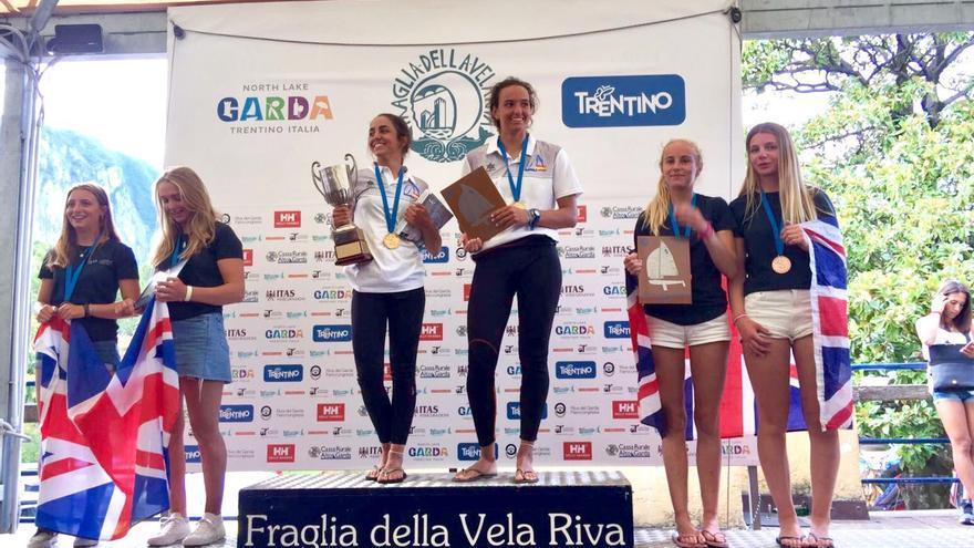 Las regatistas Patricia Reino y Carlota Hopkins, campeonas de Europa juveniles de la clase 420.