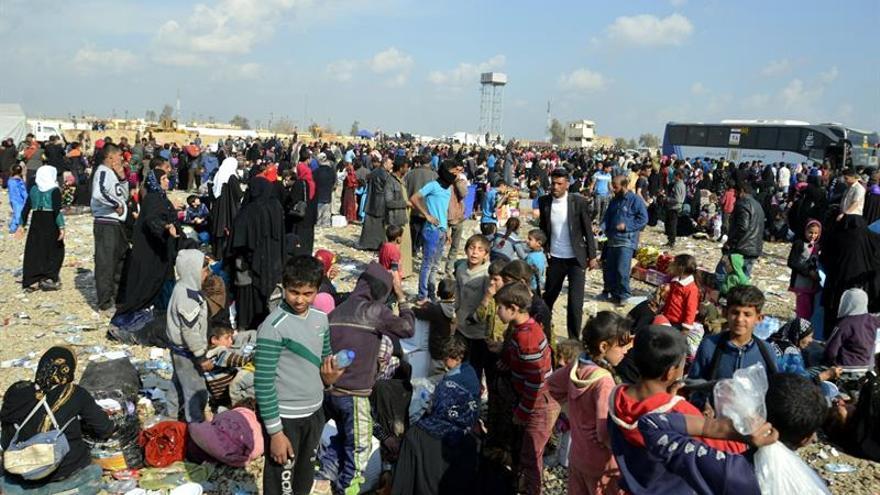 Ascienden a 15.000 las llegadas diarias de desplazados de Mosul al centro de registro