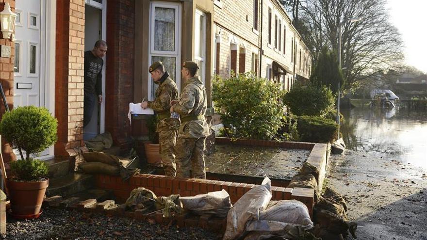 Más de 43.000 hogares sin electricidad en Inglaterra por el temporal