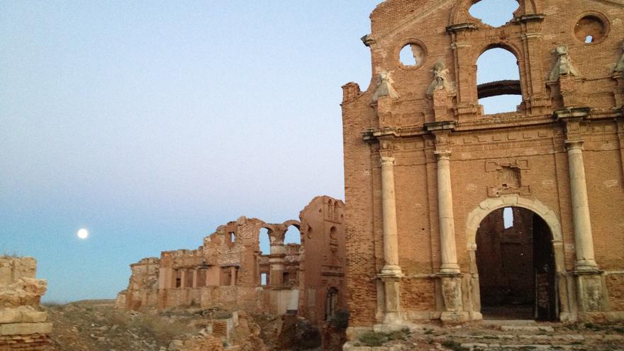 Iglesia y convento del pueblo viejo de Belchite.