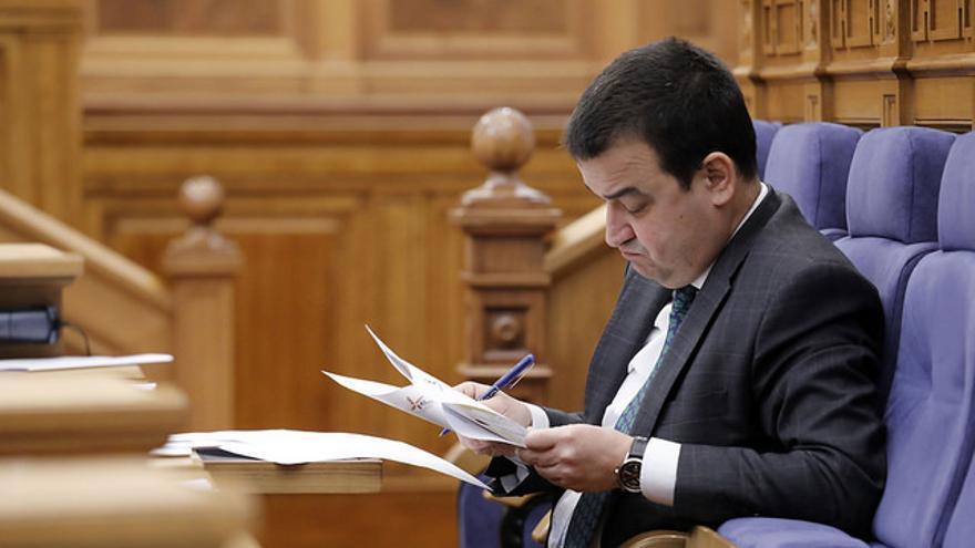 El consejero durante una sesión plenaria
