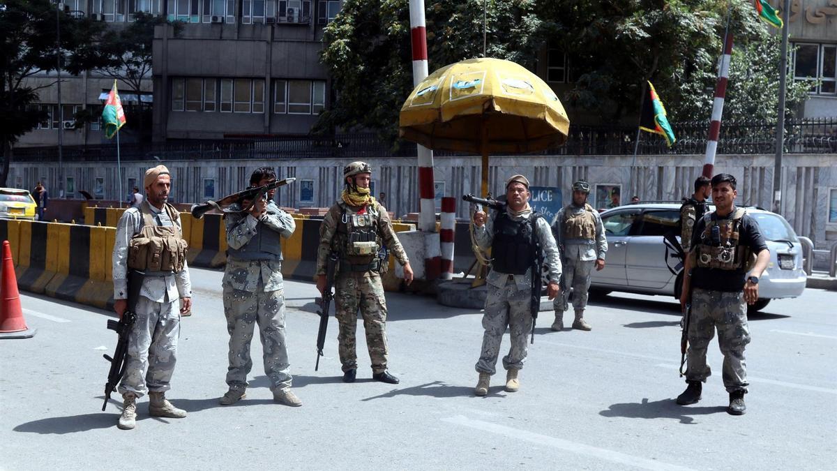 Milicianos talibanes a las afueras de Kabul